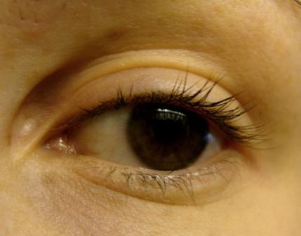 oko bez šminke