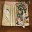 Knjiga ukrašena suhim cvijećem