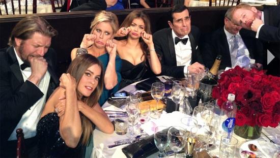golden-globes-2013-sofia-vergara-modern-family-cast-whosay