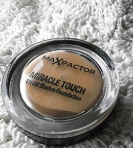 Max Factor Miracle Touch podloga