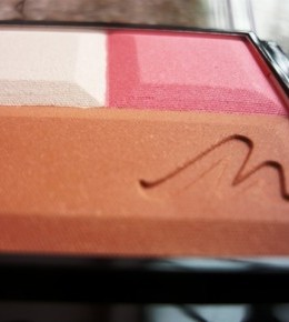 Manhattan Trio Effect Blush recenzija