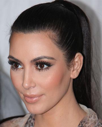kim-kardashian-false-eyelashes