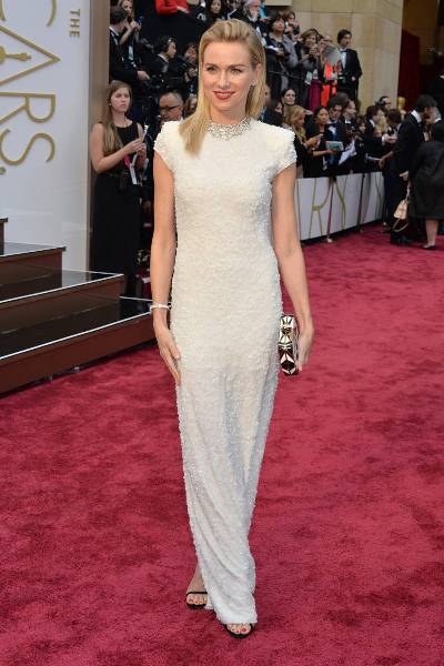 elle-2014-oscars-red-carpet-looks-naomi-watts-v-xln