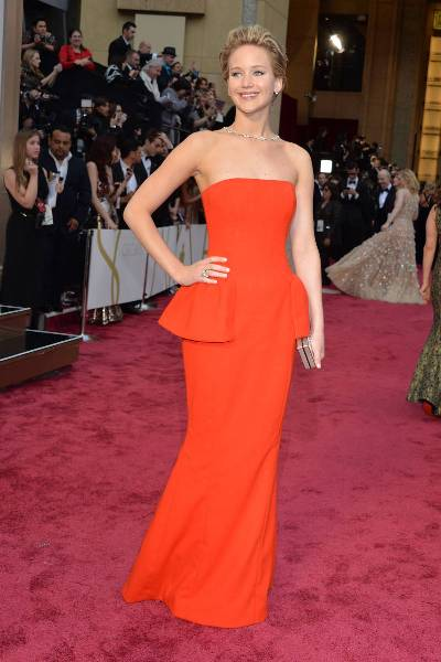 elle-oscars-2014-red-carpet-looks-jennifer-lawremce-v-xln