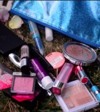 Što je u mojoj makeup torbici? (Video)